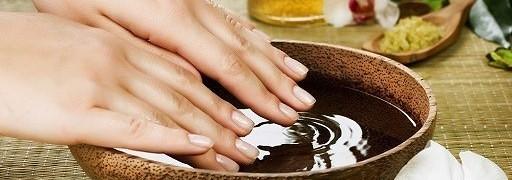 tørre og ru neglebånd