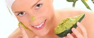 fugtgivende ansigtsmaske til tør hud med avocado