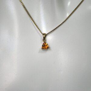 Guldvedhæng med ædelsten i 9 karat guld