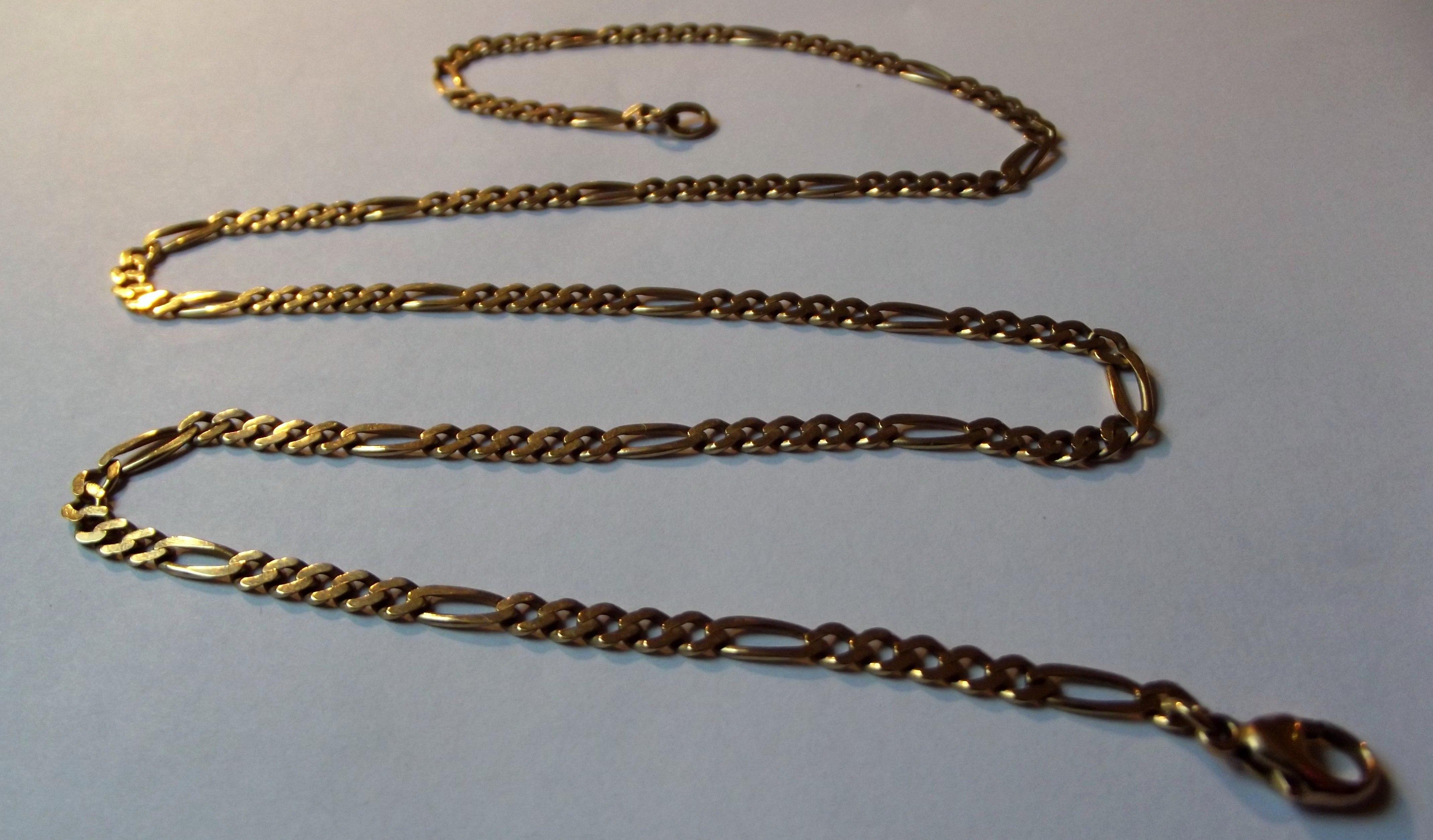 lang guldkæde med vedhæng