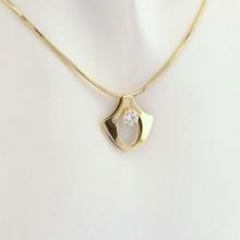 Billigt guld vedhæng i 14 karat med ægte zirkon. Brugt vedhæng i 14 k guld