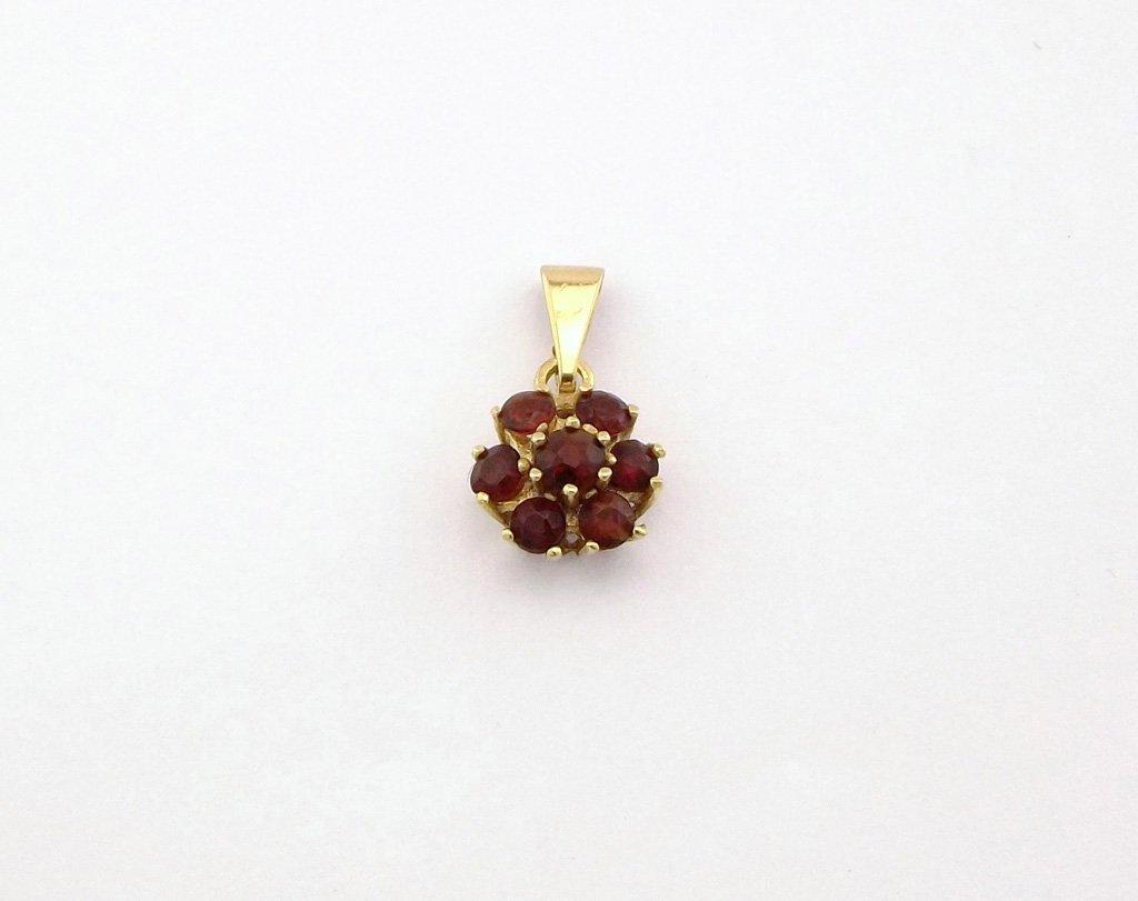Vintage guld vedhæng med blomst af granater. Brugte vedhæng i guld og sølv og billige smykker. Altid mange guldvedhæng med granater og granat sten til salg