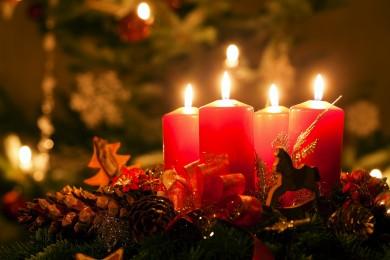 Adventskrans historie. Hvor kommer adventskransen fra. Om advent og danske juletraditioner.