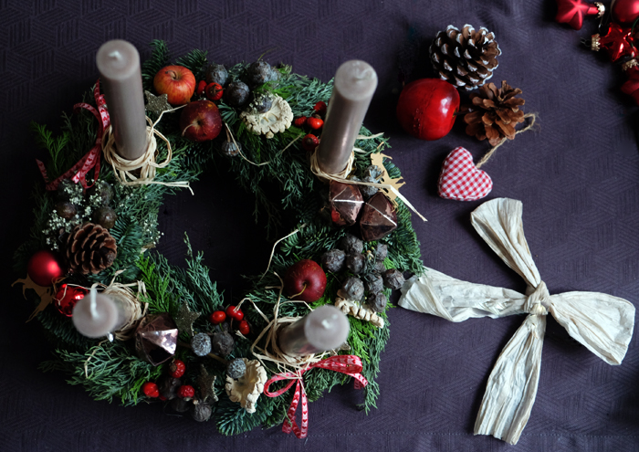 Adventskransens historie og tradition. advent og juletraditioner