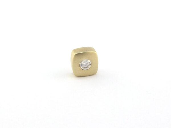 Kvadratisk vedhæng i 9k. Brugt guld vedhæng firkantet med zirkon (1)