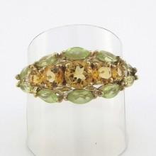 Sød guldring med pastelfarvede ædelstene Brugte guldringe sælges