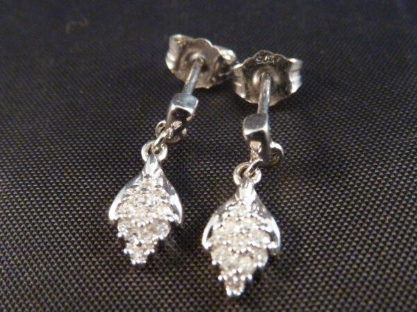 9 karat hvidgulds ørestikker med diamanter