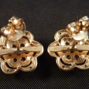 Guldørestikker med diamanter og rubiner i 375 hvidguld (3)