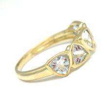 Blå topas indfattet i en smuk 9 karat guldring. Elegant guld ring med 5 trilliantcut topas