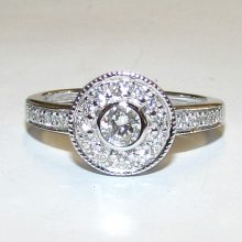 halo ring med 0,55 ct. diamanter i 9 karat hvidguld 03