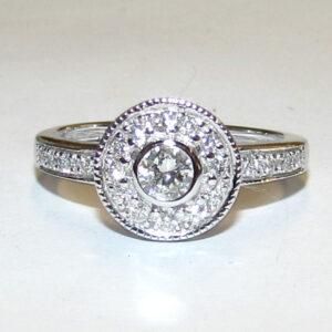 halo ring med 0,55 ct. diamanter i 9 karat hvidguld 03