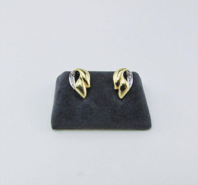 210216F2 - Ørestikkere til kvinder i 14 karat guld med små brillanter sælges. Brugte guld ørestikker med brilliant sælges. Billige Guld smykker & øreringe med diamanter.