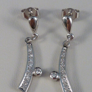 Brillant øreringe 0.20 ct. -14 karat hvidguld. Billige brilliant guld øreringe til salg. Brugte 14 karats øreringe med brillianter sælges. Guld smykker med diamanter.