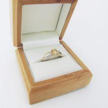 Guldring med gylden citrin og fine små diamanter i 9 karat guld. Billig guld ring brugt til salg. Guldring ringe i guld med diamanter. Billige guldsmykker