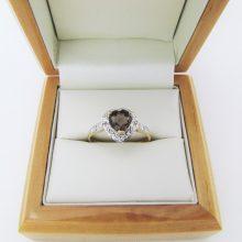 Guldring med røgfarvet quarz og fine små diamanter i 9 karat guld