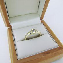 Kraftig solitaire ring i 14 karat guld.