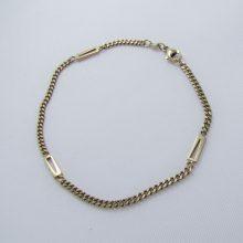 Panserkæde armbånd med 3 store firkantede led i 8 karat guld.