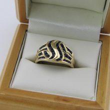 Stor fingerring med blå Safir i 8 karat billigt til salg. Luksus smykker.