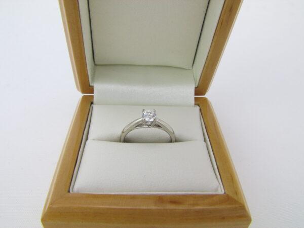 Romantisk 0.33 ct. Solitaire ring i 9 karat hvidguld 9