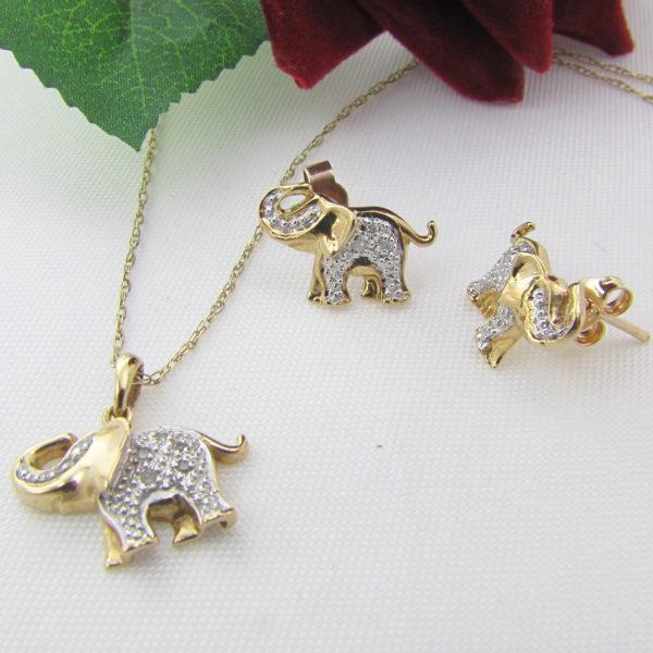 Elefant vedhæng m. halskæde og elefant ørestikker med diamanter i 9 karat guld