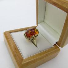 Rav fingerring i guld besat med et smukt ravstykke til salg