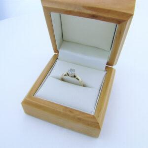 Vintage forlovelsesring i 9 karat guld med 0,33 ct. diamant