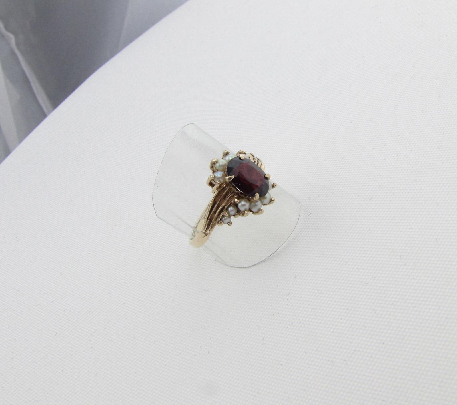 Vintage fingerring med granat og perler.
