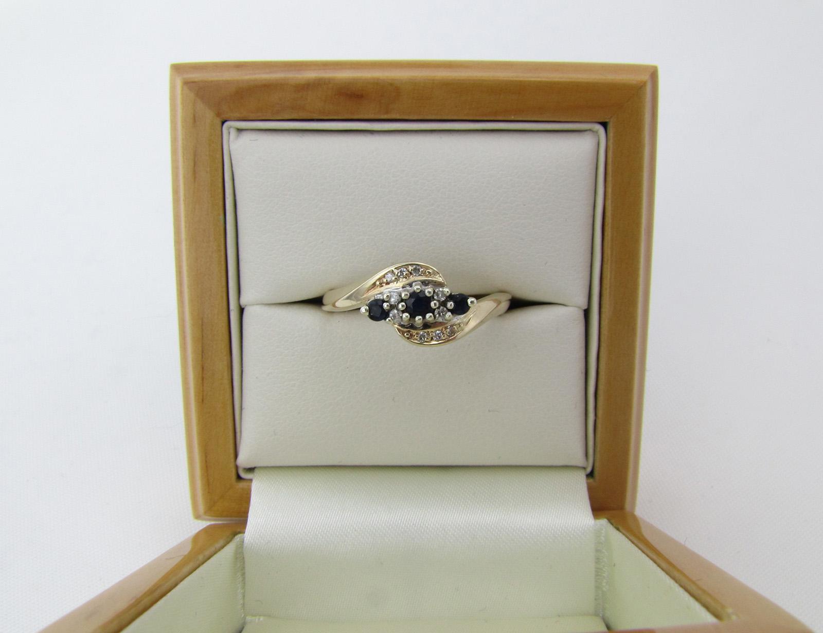 Vintage guldring med safir og diamanter